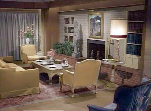 Bewitched on pinterest elizabeth montgomery tv series for Homes r us living room